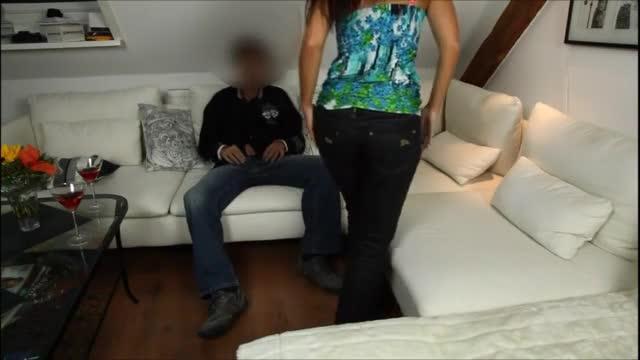 Morena amadora muito gostosa fodendo pra valer na sala de estar